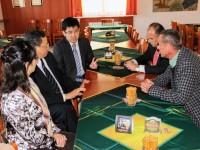 中国驻捷大使参观普里马多啤酒和橡塑密封件工厂