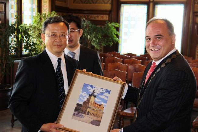 中国大使称赞两国合作关系发展的典范