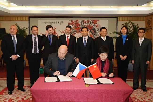 捷中友好合作协会陪同工贸部副部长访问中国