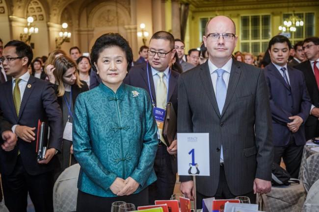 中国国务院副总理访问期间捷中签署了九份合作备忘录