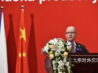 捷克总理访华受到中国媒体高度关注