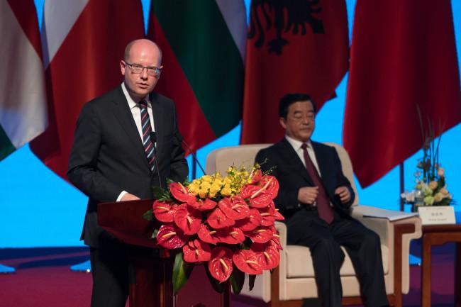 Média o pracovní návštěvě českého premiéra v Číně